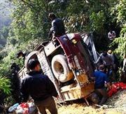 Liên tiếp xảy tai nạn đổ xe do mưa to