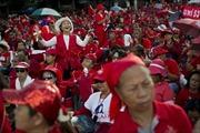 Hàng nghìn người 'Áo Đỏ' tập trung ủng hộ Thủ tướng Thái Lan