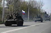 Xe bọc thép treo cờ Nga xuất hiện ở miền đông Ukraine