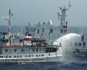 Tàu cá giả dạng Trung Quốc tiếp tục ngăn cản tàu Việt Nam chấp pháp