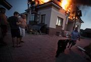 Đông Ukraine hoang tàn trong lửa khói