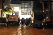 TP.HCM: Mưa lớn, hầm cao ốc chìm trong biển nước
