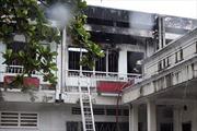 Công ty sơn ngùn ngụt cháy, công nhân tháo chạy