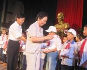 Phó Chủ tịch nước Nguyễn Thị Doan trao học bổng tại Nam Định