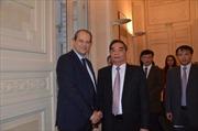 Đồng chí Lê Hồng Anh thăm và làm việc tại Pháp
