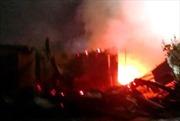 Cháy chợ thị trấn Thới Bình, hơn chục nhà dân bị thiêu rụi