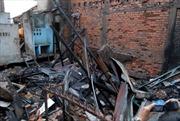 Hỏa hoạn thiêu rụi nhà cấp 4, nhiều người dân tháo chạy