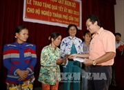 Ban chỉ đạo Tây Nam bộ tặng quà Tết cho hộ nghèo ở Cần Thơ, Bến Tre