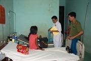 Xây nhà tặng hai chị em mồ côi cha mẹ vì cây đổ ở Đắk Nông