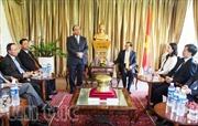 Phó Thủ tướng Nguyễn Xuân Phúc thăm ĐSQ Việt Nam tại Singapore