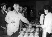 Tấm gương Hồ Chí Minh - Rèn luyện đạo đức cách mạng và thực hiện tập trung dân chủ