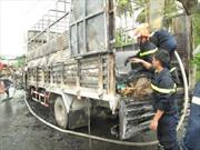 Cháy trụi xe tải chở 92 thùng bật lửa