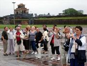 Miễn thị thực cho du khách Tây Âu: Băn khoăn những bất cập