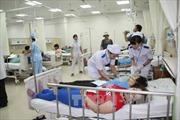 Hơn 100 công nhân nhập viện nghi do ngộ độc thức ăn