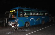 Xe máy kẹp bốn đấu đầu xe khách, cả 4 người tử vong