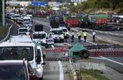 Nông dân Pháp tiếp tục chặn nhiều tuyến đường lớn