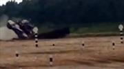 Xe tăng T-72 lộn nhào như diễn xiếc tại Nga