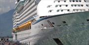 Tàu Voyager of the Seas cập cảng Chân Mây