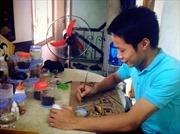 Chàng trai trẻ đam mê tranh gạo