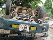 Xe tải lao qua dải phân cách tông 3 nữ sinh thương vong