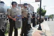 Cảnh sát ở thị trấn Ferguson tiếp tục bị chỉ trích