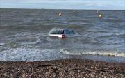 Thủy triều nuốt chửng Audi A6