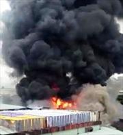 Cháy xưởng nhuộm vải, hàng trăm công nhân tháo chạy