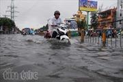 TP.HCM ngập sâu trong cơn mưa lớn kéo dài