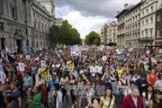 Người châu Âu xuống đường ủng hộ nhận người di cư