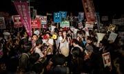 Nghị sĩ đối lập chặn lối vào nghị viện Nhật Bản