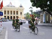 Thân thiện hình ảnh Công an Hà Nội tuần tra bằng xe đạp