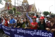 Người biểu tình Campuchia tấn công 2 nghị sĩ đối lập
