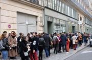 Người Pháp xếp hàng hiến máu cứu nạn nhân khủng bố