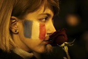 Thế giới đau với nỗi đau của người Pháp