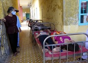 Hơn 100 công nhân nghi ngộ độc thực phẩm phải nhập viện