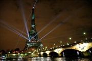 Tháp Eiffel chuyển màu xanh để ủng hộ nỗ lực phủ xanh Trái Đất