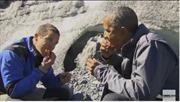 Ông Obama từ chối uống… nước tiểu trong show thực tế