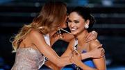 Khoảnh khắc trao nhầm vương miện Hoa hậu Hoàn vũ