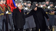 Thủ tướng Ấn Độ tẽn tò khi đi nhầm trong lễ đón ở Nga