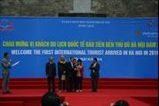 Hà Nội đón khách du lịch quốc tế đầu tiên năm 2016