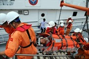 Cứu một người Trung Quốc gặp nạn trên biển