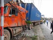 Xe container gây tai nạn, QL 5 ùn tắc nhiều giờ