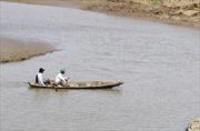 Chèo xuồng ra giữa hồ, hai học sinh chết đuối