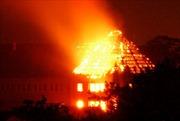 Dập tắt đám cháy khách sạn tại Đà Lạt