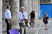 Mỹ nới lỏng cấm vận hàng không và tài chính đối với Cuba