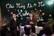 """MC Quang Minh xắn quần tắm lợn trong """"Tết nghĩa là hy vọng"""""""