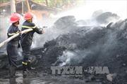 Cháy lớn kho vỏ ô tô cũ ở An Giang