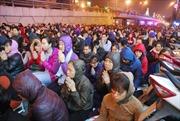 Hàng nghìn người đổ về chùa Phúc Khánh cầu an