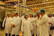 Các tham tán thương mại thăm nhà máy của Vinamilk
