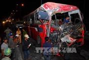Ô tô khách đâm thẳng xe bồn, 11 người thương vong